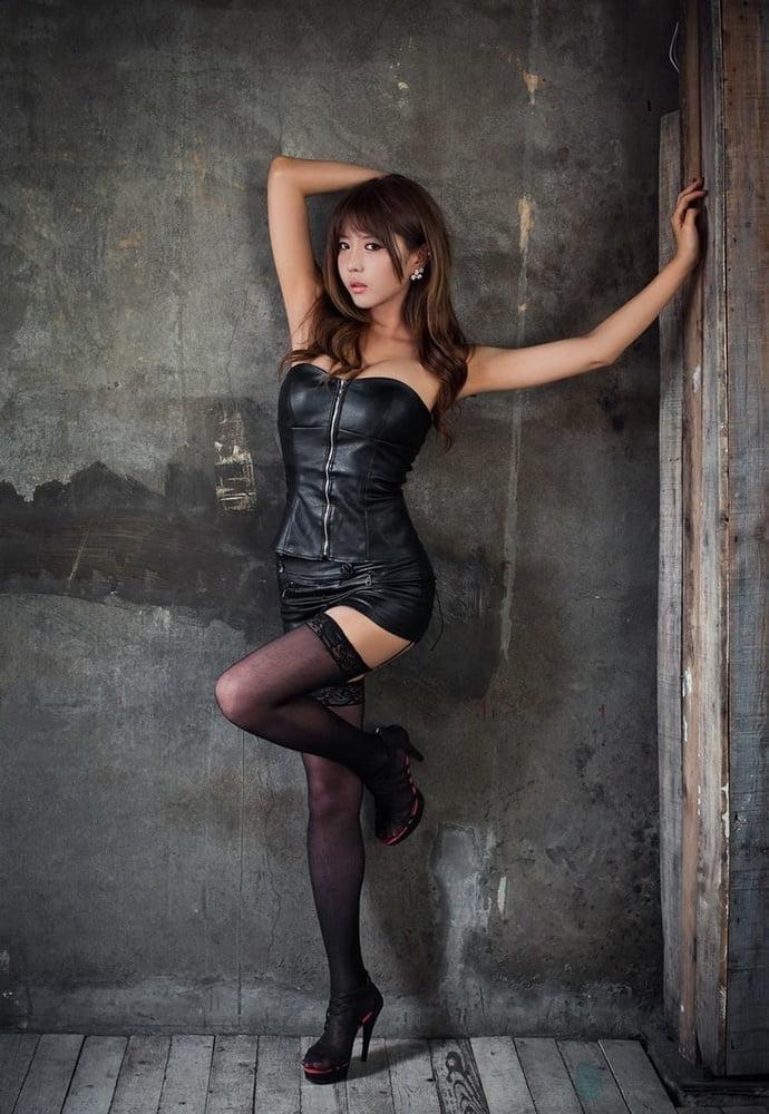 Heo Yun Mi (Korean Race Queen Favorite Set) - 40 Pics