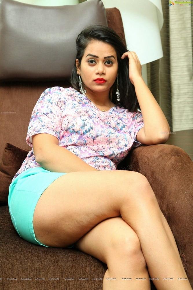 Desi thighs- 84 Pics