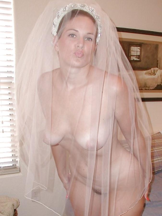 Секс девушки в платьях фото домашнее ню, в волосатую пизду засунули бутылку порно