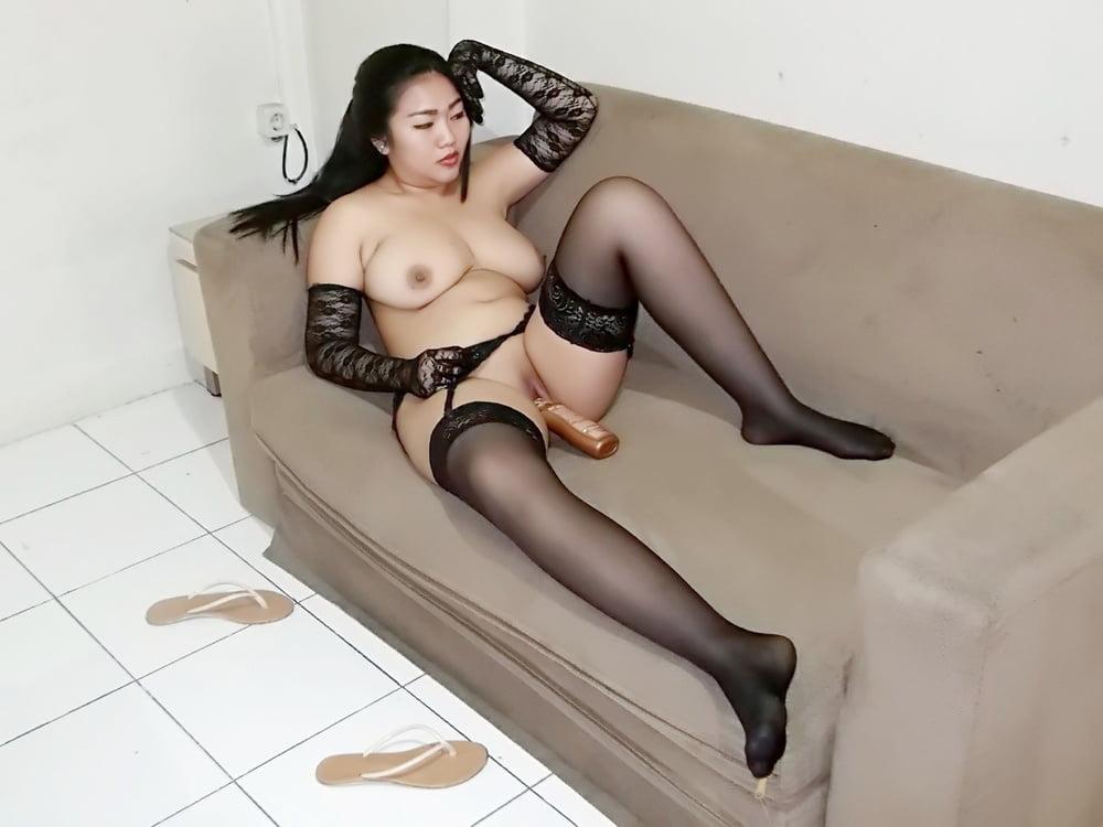 Naked redhead masturbating sexy