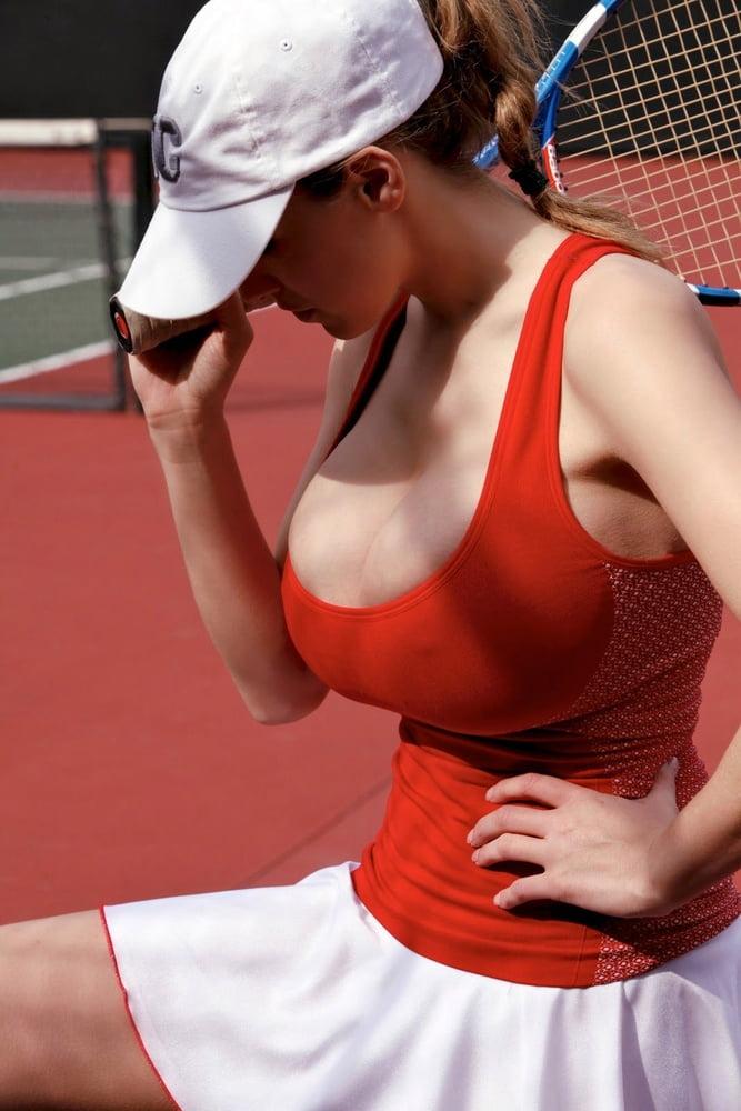 играют в теннис с большими сиськами так поняла, имеешь
