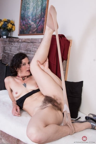 Hairy Girls Of All Ages 4 - 20 Pics