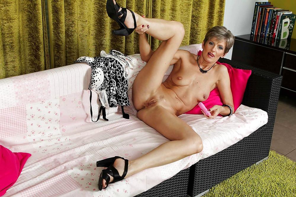 Slender mature heels porn