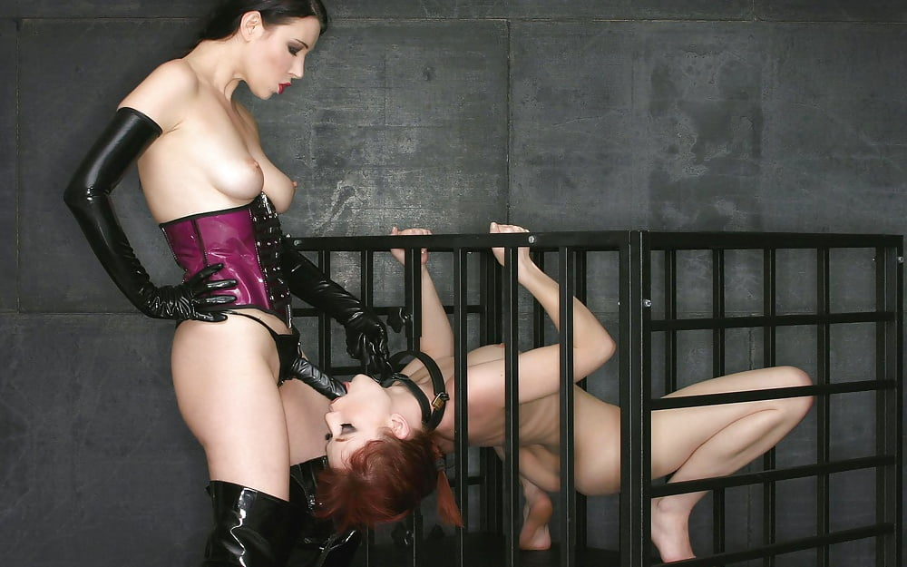naked-lesbian-mistress-slave-photos-seduces-young-girl