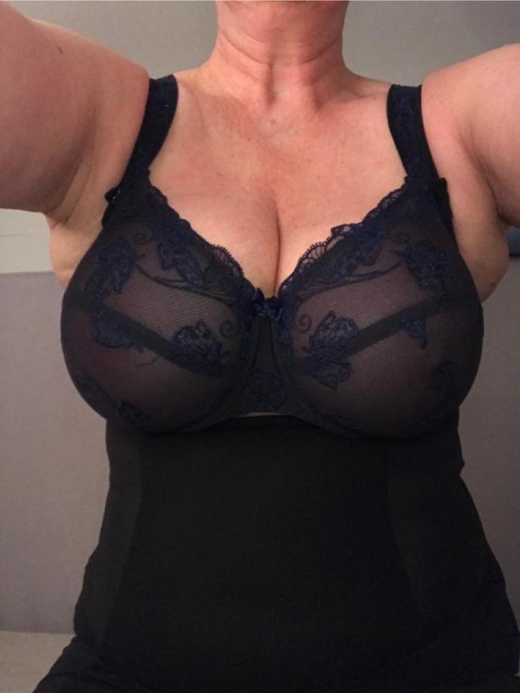 My wifes heavy big titts in bra