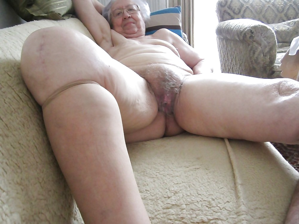ancient-granny-pussy-frost
