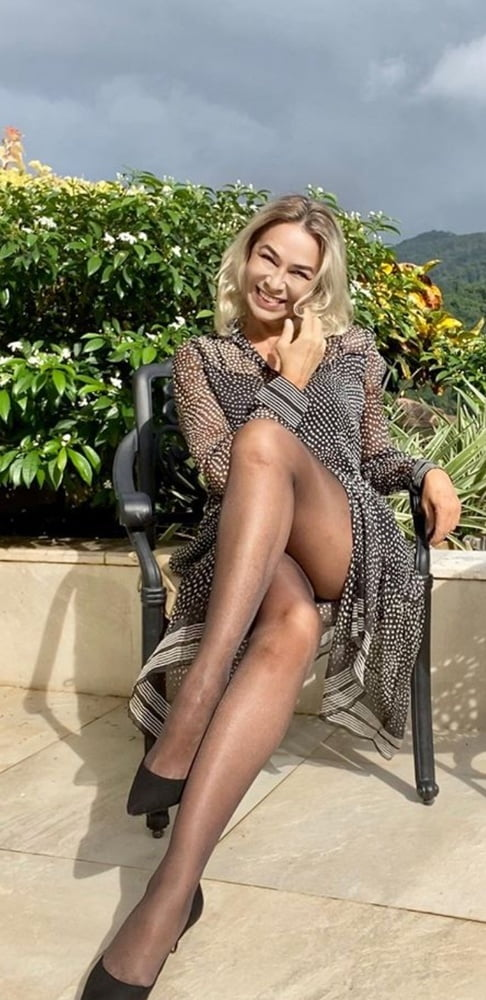 Russian mature with amazing legs - 9 Pics