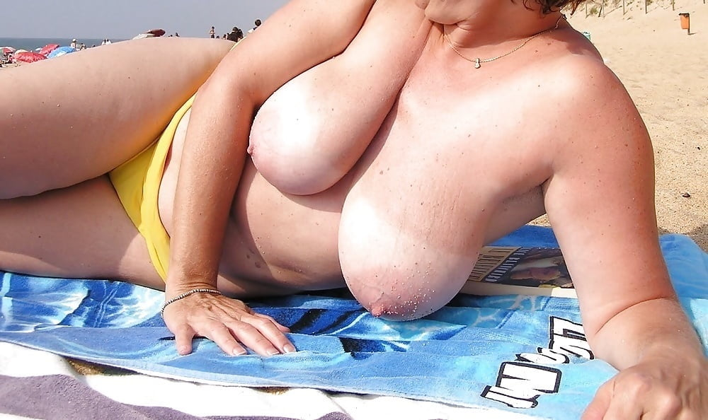 Nude plumpers at the beach