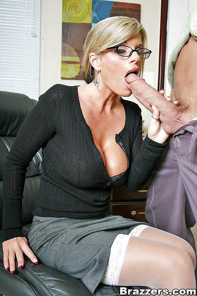 песни переношу зрелая секретарша трахается со своим боссом порно