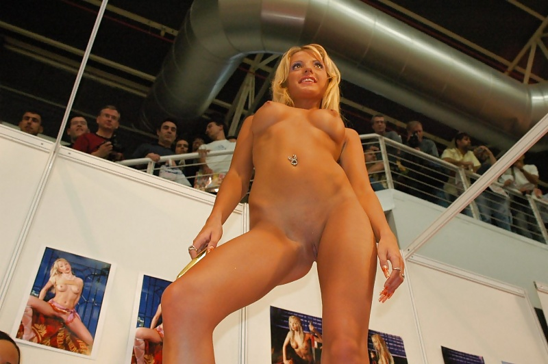 Milf blogspot nude girl on stage ass videos