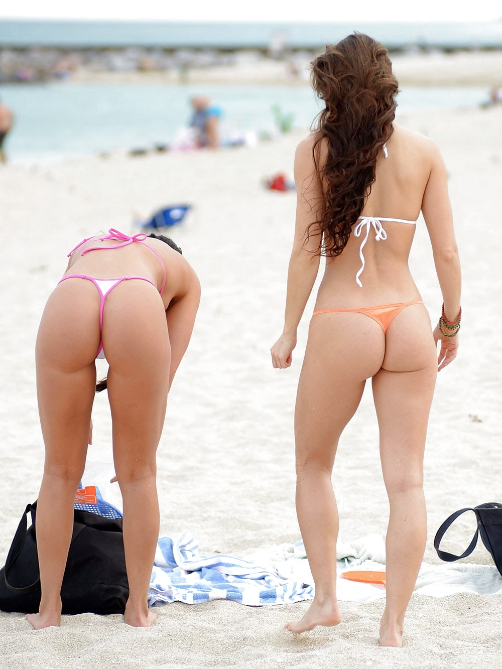 nude-thong-girls-in-beach