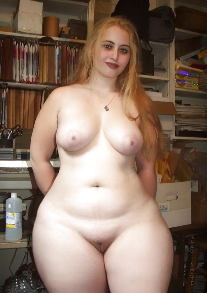 First full figured amature naked group