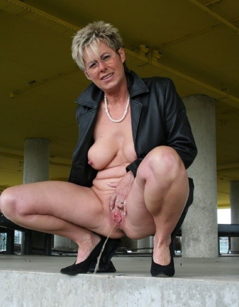 Nude older women in public — pic 5