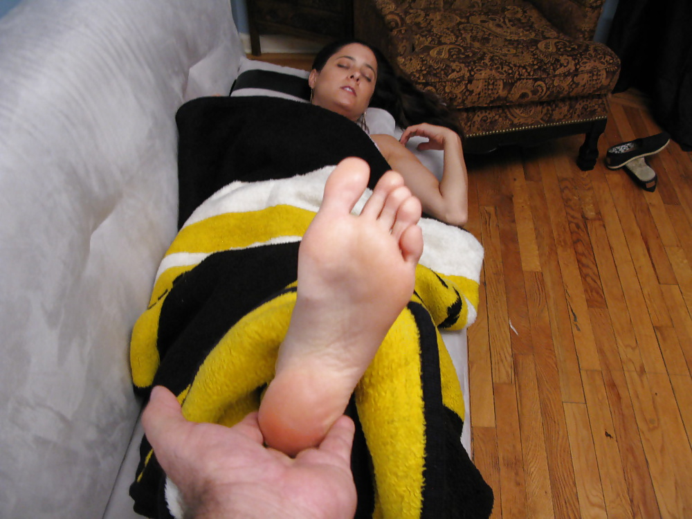 Foot Fetish Gay Photos Xxx Tommy Gets Worshiped In His Sleep