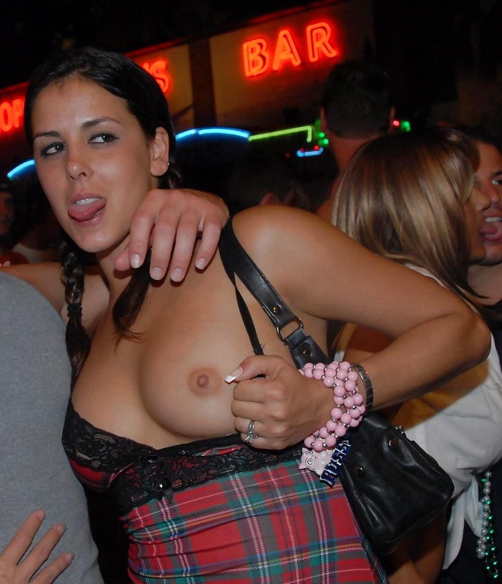 На публике демонстрирует сиськи, фото пенисов у порно актеров