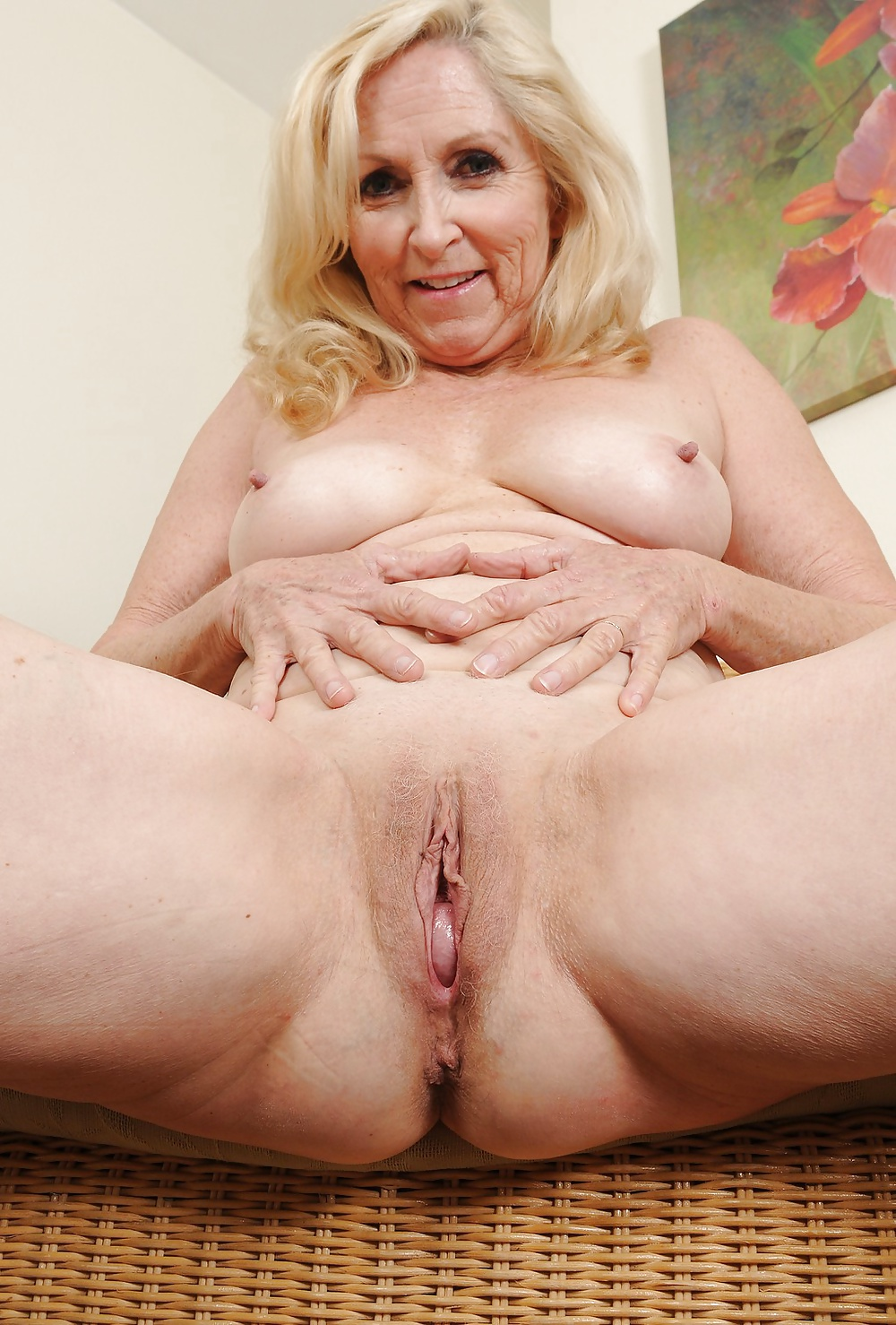 sweet-middle-aged-pussy