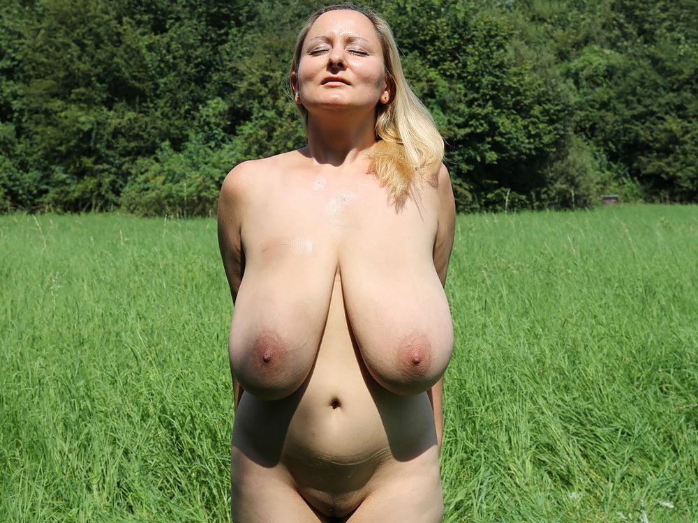 Голые девушки с большими обвисшими сиськами-фото 10