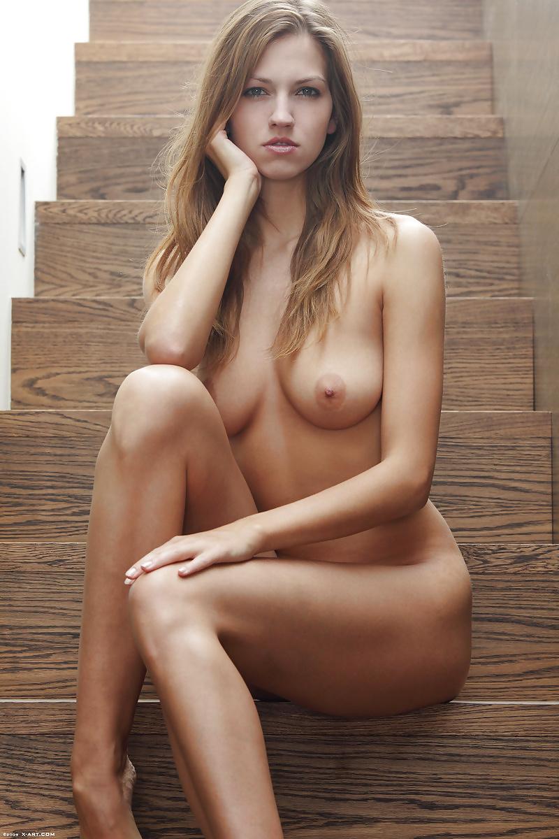 linda-cardellini-nude-pussy