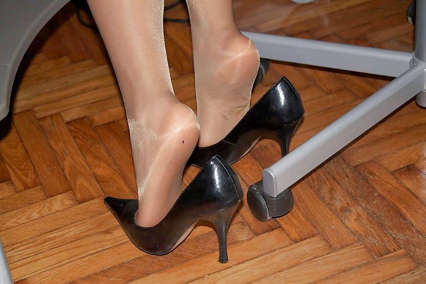 Shoeplay in pantyhose, sexy upskirt cheerleader pussy