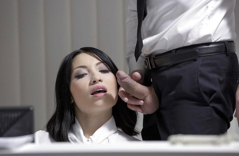 начальник трахнул секретаршу на ксероксе это