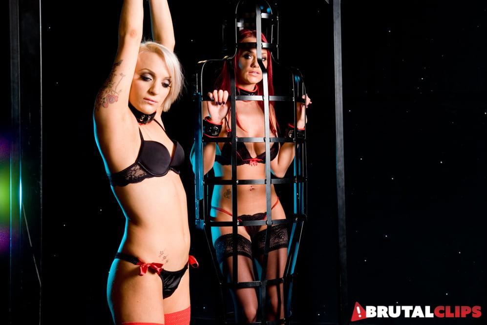 Kinky Paige Ashley Gets Glamtied With Farrah Fox - 34 Pics