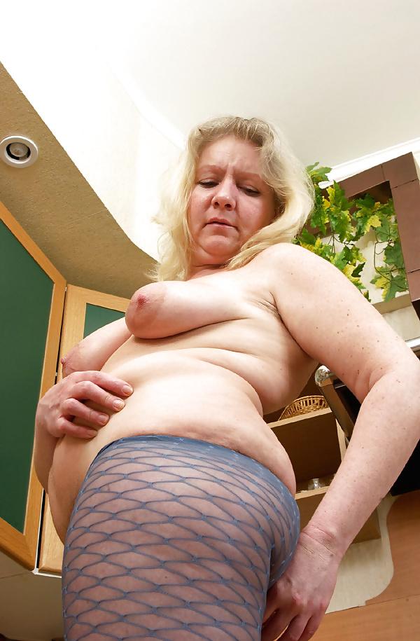 Mature tits mom-3105