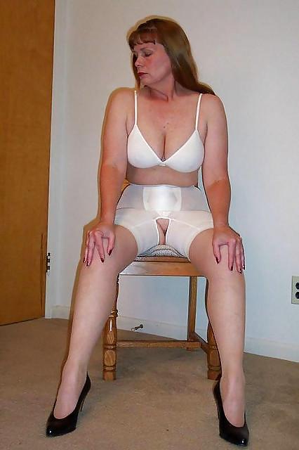 sex-bra-girdle-pantyhose-porn-thumbs-tights-realm-show