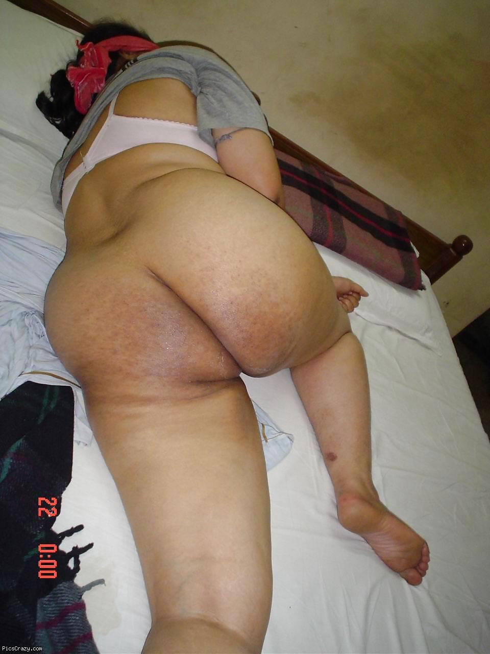 Bangladeshi milf with big butt