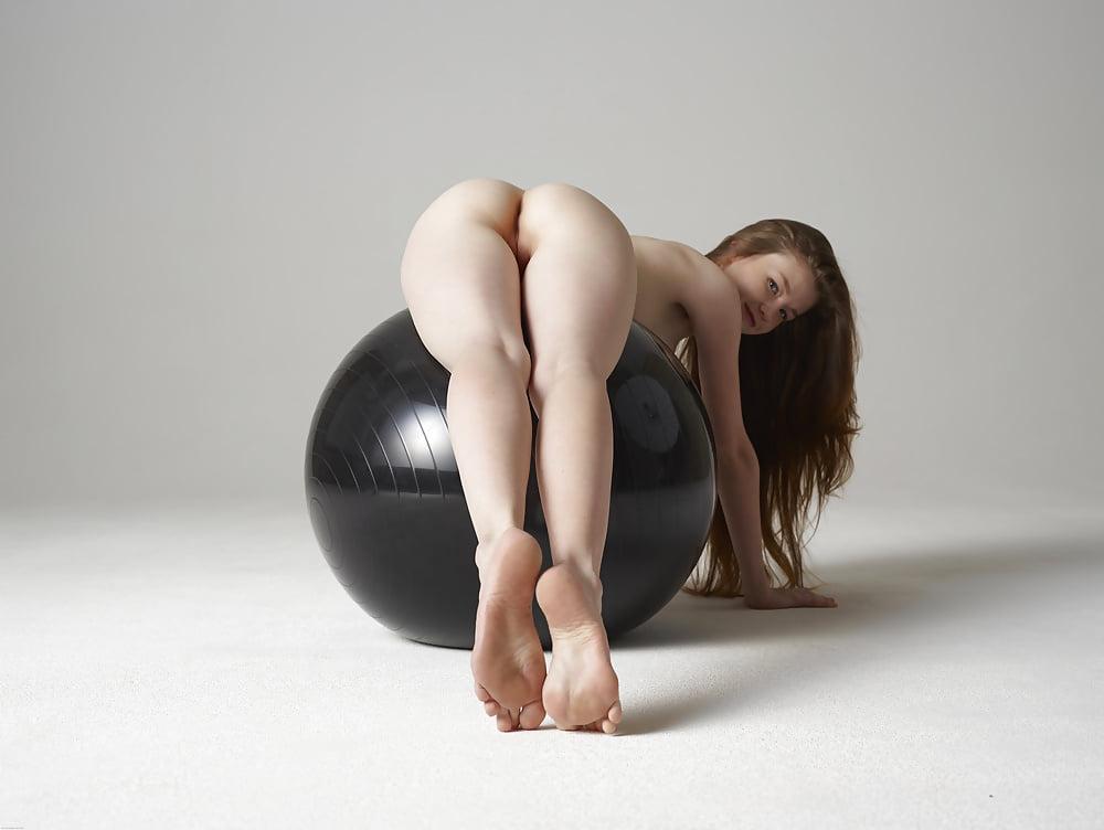emily-black-ass-nude-petra-mis-porn-model-nude