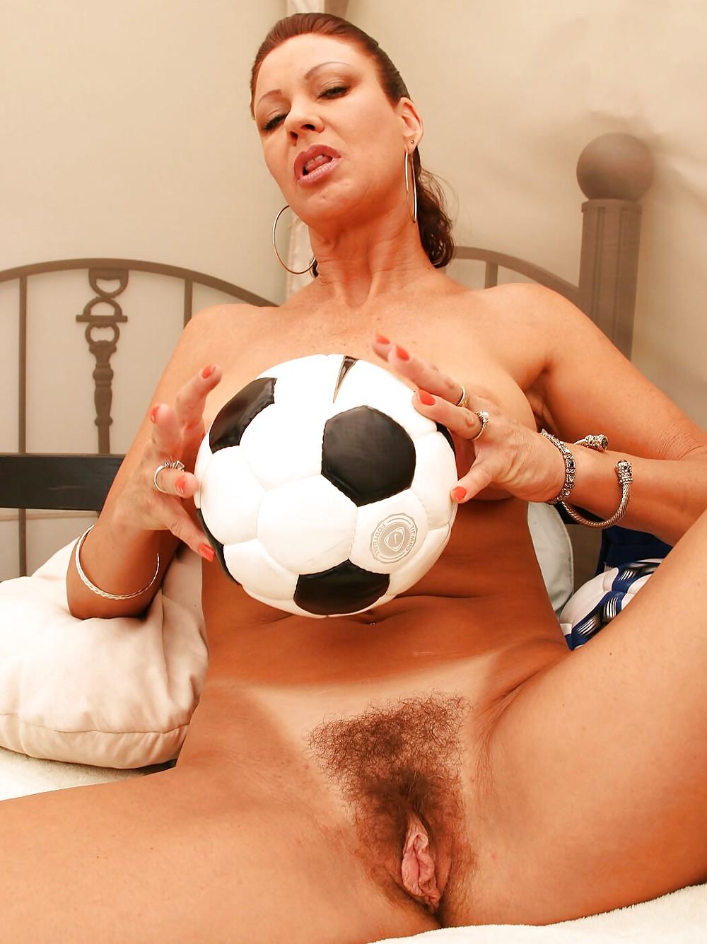 blonde-hot-nude-soccer-moms-jumbo-pussy