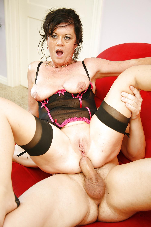 Mature porn brunette anal fucking — photo 9