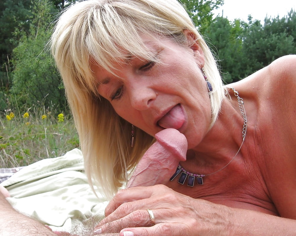 oral-matures-outdoors-cum-eating-sexy-cute-arabic-babe