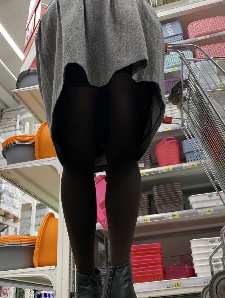 Upskirt mature no panties-8100