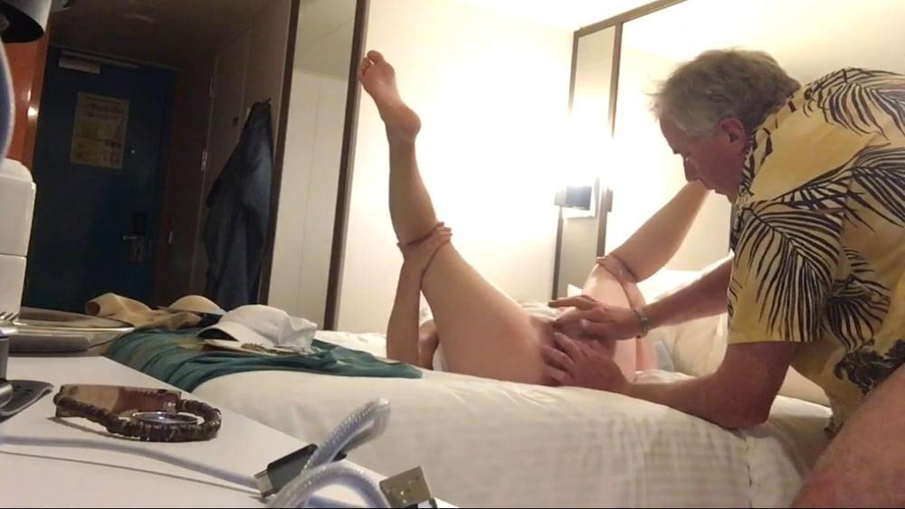 Twist gets hotel xxx - 90 Pics