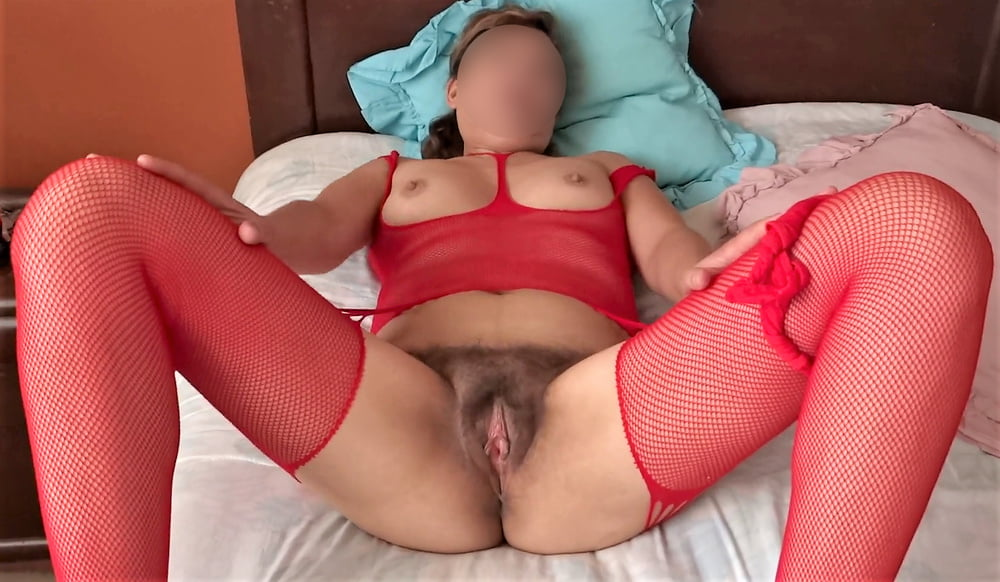 My mature wife, watch her videos too - 40 Pics