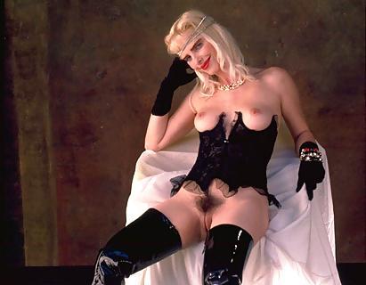 skrinshoti-filmov-porno-aktrisi-ilona-shtaller-sisyastaya-s-tonkoy-taliey-video
