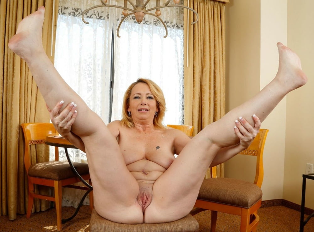 Mature Slut With Her Legs Spread Wide For Toy Fun