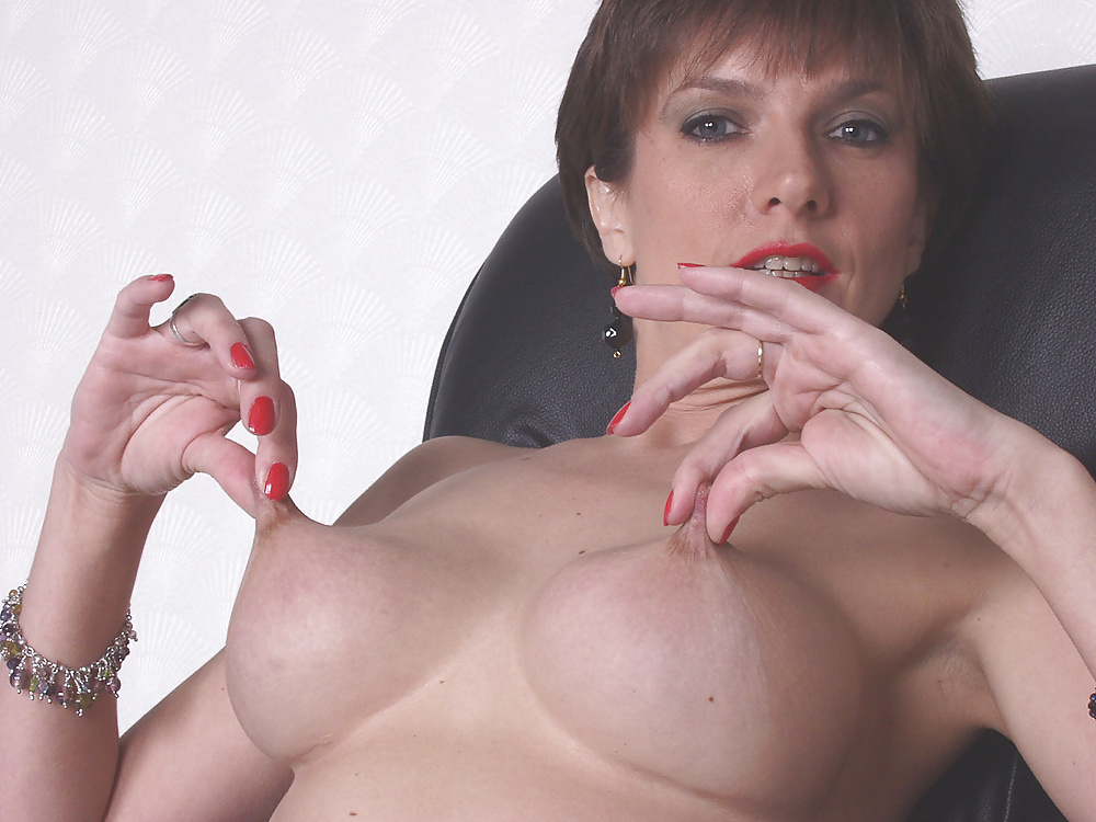 Mature Lady Sonia Gets Her Pussy Finger Fucked Up Close