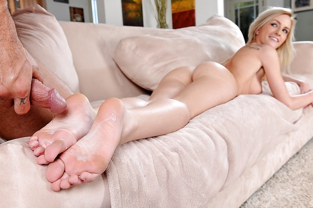 light-skinned-footjob