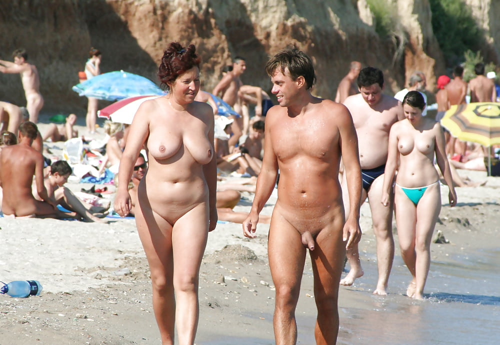 beach-in-naked-people