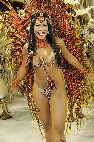 фото голых бразильских поп на карнавале - 11