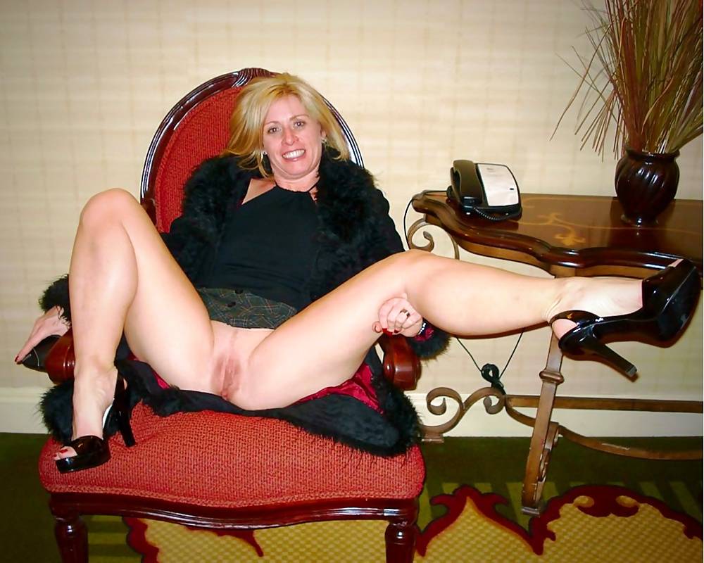 Nude pics of a sexy mature wife with great poise wifebucket