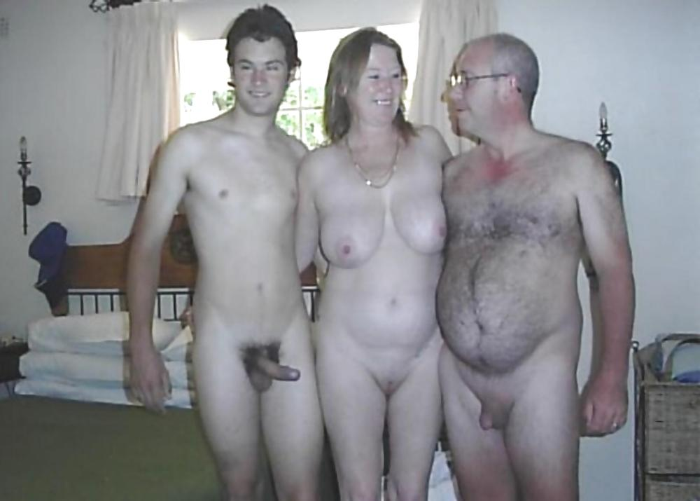 Amateur naked mom dad and daughters — pic 12