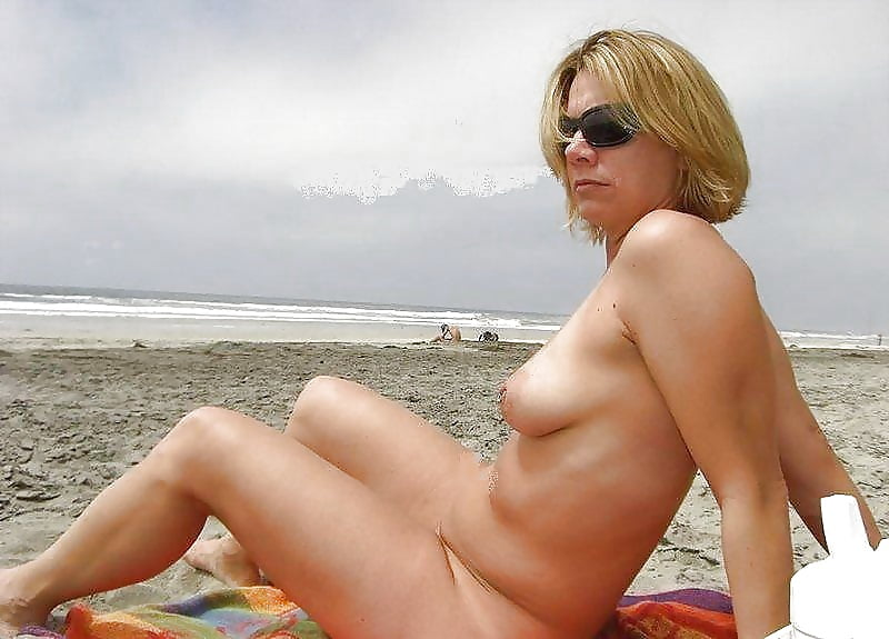 nude-beach-housewives
