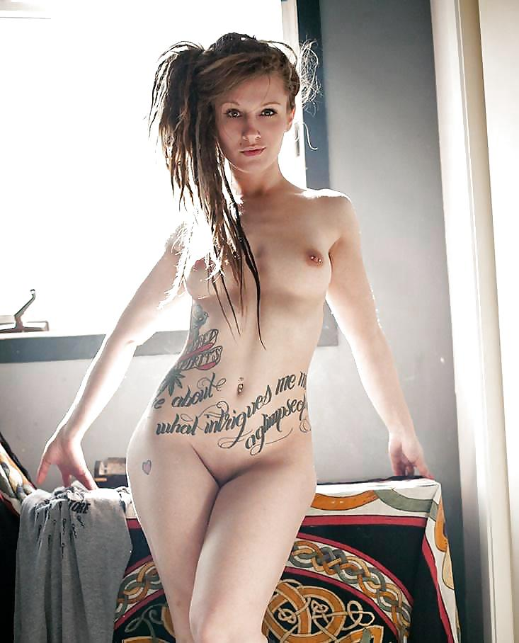 sweet-dreadlock-babe-naked