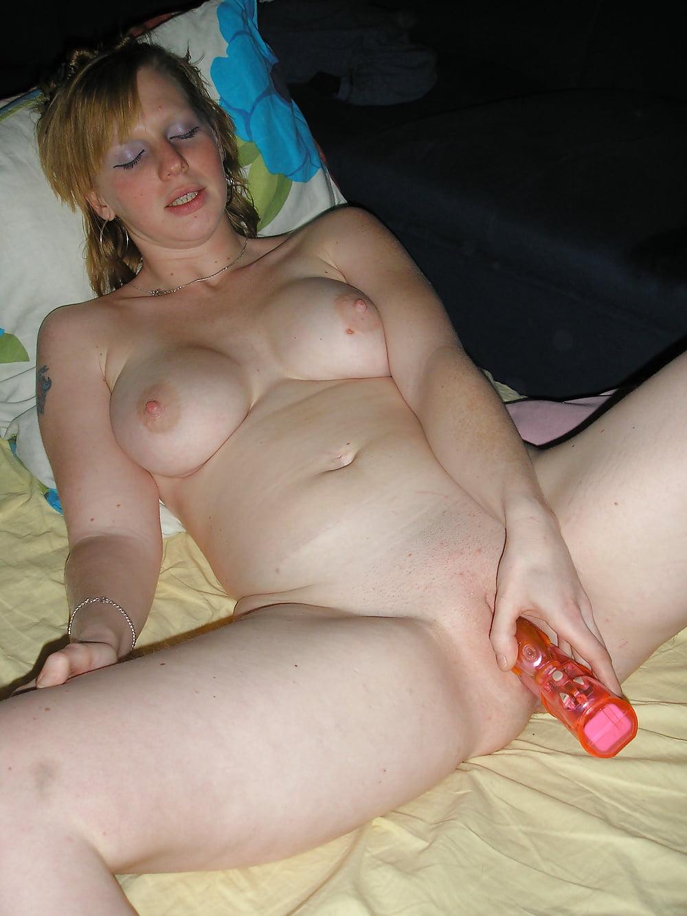 Video wife masturbates