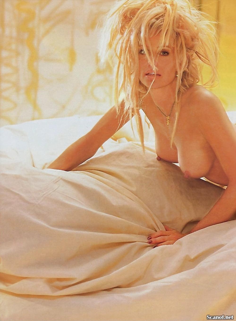 Warm Farrah Nude Pic