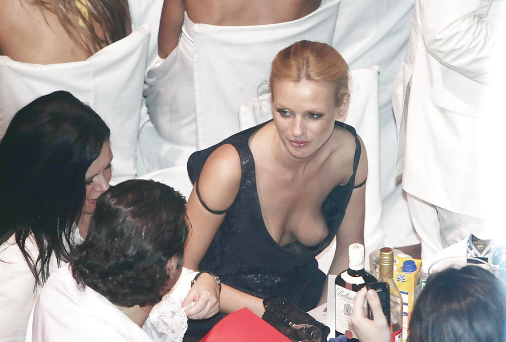 Free celebrity upskirt and nipple slip pictures
