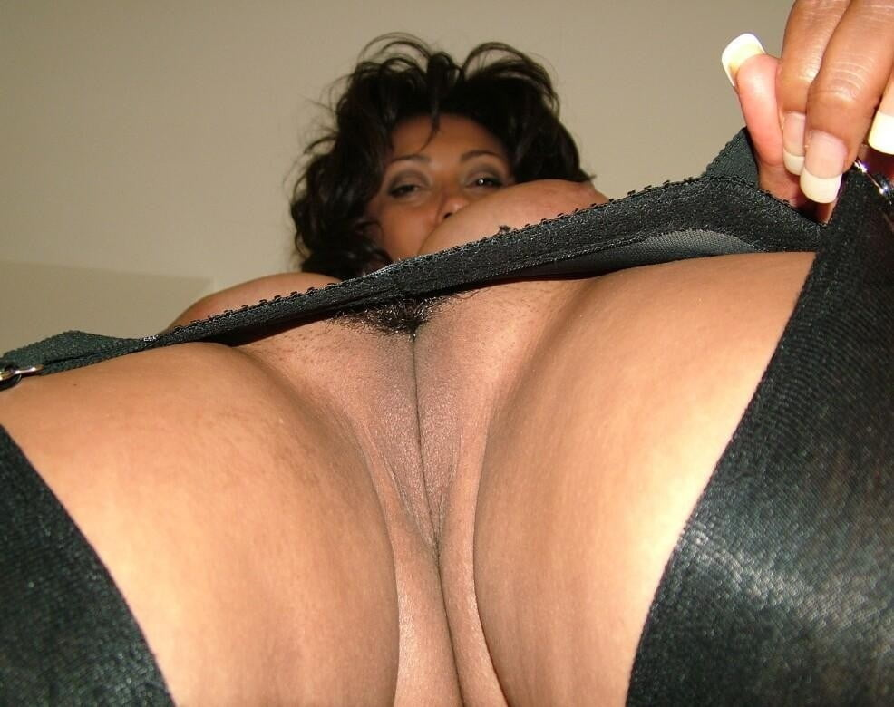 black-upskirt-pussy-with-big-tits