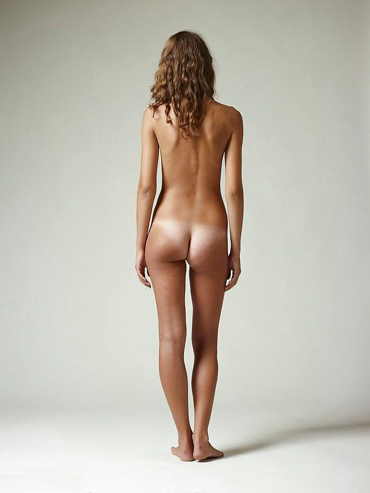 Young girl small tanned bum nude — photo 9